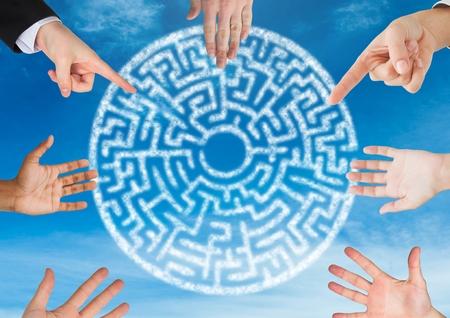 slip homme: Composite numérique de mains en cercle autour de cercle de labyrinthe cryptique dans le ciel Banque d'images