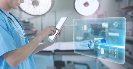 外科手術でのインターフェイスを持つ医者持株タブレットのデジタル合成