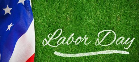 Panoramisch schot van de tekst van de arbeidsdag tegen gesloten omhoog mening van gras Stockfoto