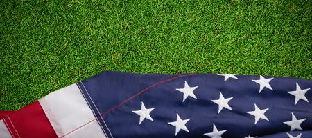 Primer plano, norteamericano, bandera, contra, primer plano, pasto, estera Foto de archivo - 84124913