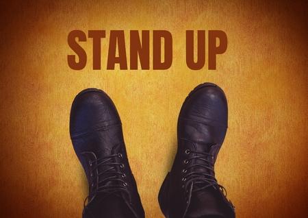 Digitale samenstelling van opstaan tekst en zwarte schoenen op voeten met rustieke bruine achtergrond Stockfoto