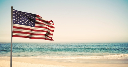 Digitale samenstelling van de VS vlag in het strand