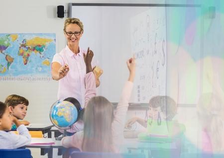 Digitale compositie van basisschoolleraar met les Stockfoto