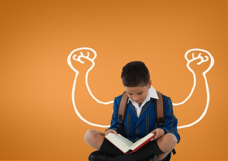 zapatos escolares: Compuesto digital de niño estudiante con los puños gráfico de lectura contra el fondo naranja
