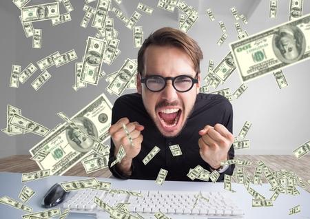 Compuesto digital de enviar dinero por mensaje de texto. un hombre muy feliz gritando frente a la computadora, dinero en todas partes Foto de archivo - 85895949