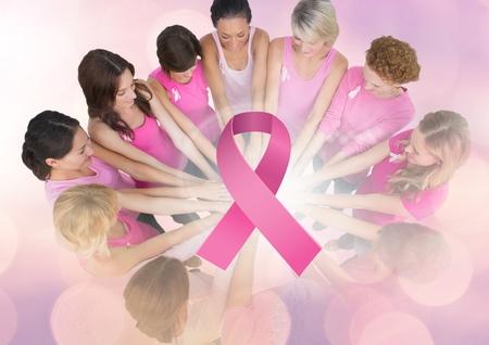 Digital-Zusammensetzung des rosa Bandes mit den Brustkrebsbewusstseinsfrauen, die Hände zusammenfügen Standard-Bild - 87005086