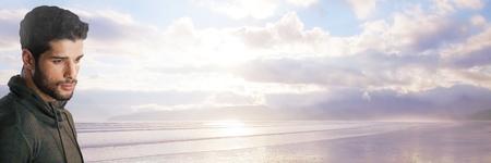 Compuesto digital de hombre emocional por mar Foto de archivo - 87784653