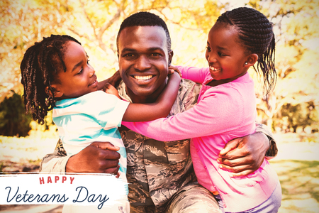 Embleem voor veteranendag in Amerika tegen gelukkige familie die samen stellen