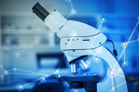 Digitaal gegenereerd beeld van moleculaire structuur op scherm tegen microscoop in laboratorium