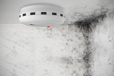 Smoke and fire detector against image of room corner Banque d'images