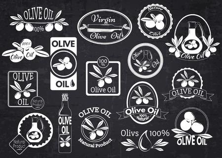 aceite de oliva: Conjunto de aceite de oliva etiquetas, escudos y logotipos de diseño sobre pizarra. Ilustración del vector.