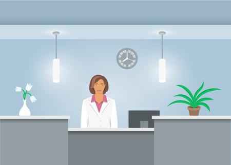 África recepcionista American en capa médica se sitúa en el mostrador de recepción en el hospital
