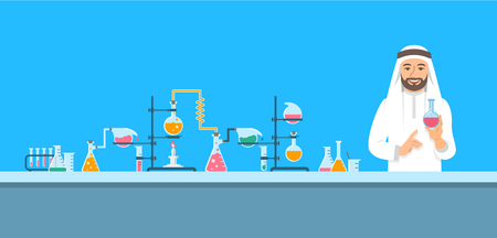 Chemiker im chemischen Labor. Flacher Vektorhintergrund. Horizontale Fahne der Karikatur. Arabischer Wissenschaftler im weißen Kittel hält Flasche mit Medizin in der Nähe von pharmazeutischen Geräten. Medizinisches Forschungskonzept Vektorgrafik