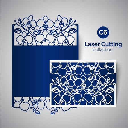 El laser cortó la invitación de la boda. Sobre por un corte con flores de orquídeas Foto de archivo - 73479258