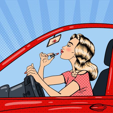 Pretty Woman Blonde Die Lippenstift het besturen van een auto. Pop Art Vector illustratie