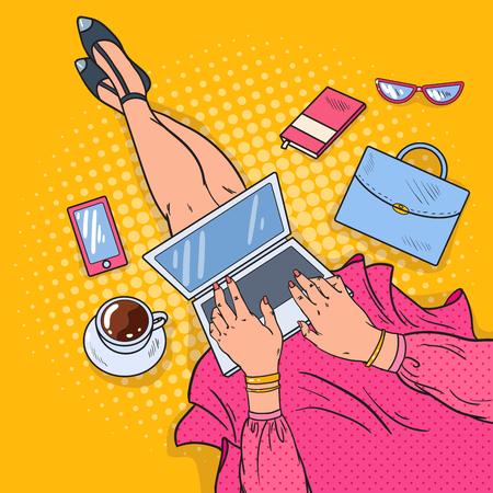 ノート パソコンでアート若い女性をポップします。自宅で仕事します。ベクトル図