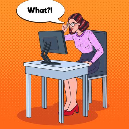 팝 아트 젊은 약화 비즈니스 여자 컴퓨터에서 작동합니다. 벡터 일러스트 레이 션