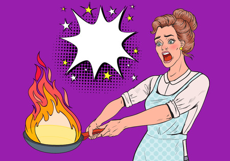 Pop Art Housewife in the Kitchen Holding Pan. Afraid Young Woman in Apron Cooking with Burning Pan. Vector illustration Foto de archivo - 112300359