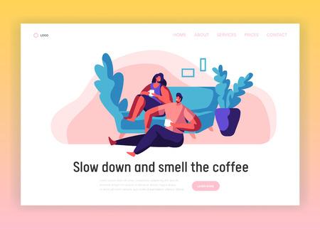 Coppia di innamorati Relax Landing Page. L'uomo e la donna si siedono sul modello di sito Web di comodo divano. Coppia sorridente bere tè o caffè. Persone per il tempo libero stile di vita piatto Cartoon Vector Illustration Vettoriali