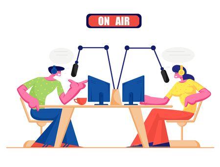 Menschen und Radio-Konzept. Männliche und weibliche Radio-DJ-Charaktere im Headset sprechen mit Mikrofonen, senden Programm auf Sendung und kommunizieren mit Zuhörern. Soziale Medien-Karikatur-flache Vektor-Illustration