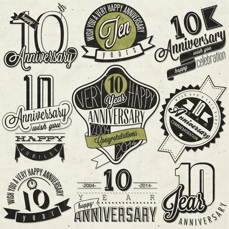 Vintage-Stil 10 Jubiläumskollektion Zehn Jahrestag Design im Retro-Stil Vintage Etiketten für Jubiläumsgruß Hand Schriftzug Stil typografische und kalligraphische Zeichen für 10 jähriges Bestehen