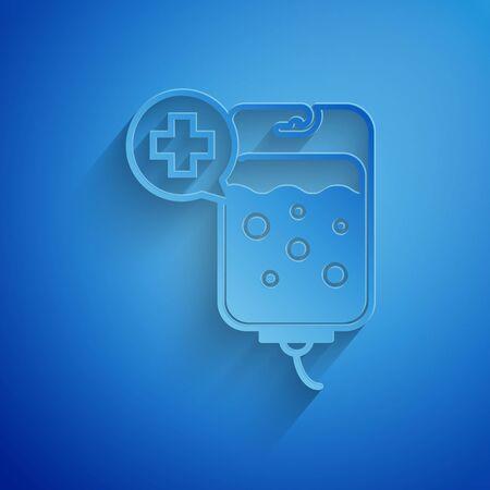 Icono de bolsa intravenosa de corte de papel aislado sobre fondo azul. Icono de bolsa de sangre. Donar sangre concepto. El concepto de tratamiento y terapia, quimioterapia. Estilo de arte de papel. Ilustración vectorial
