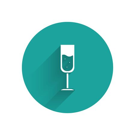 White Glass of champagne icon isolated with long shadow. Green circle button. Vector Illustration Stock Illustratie