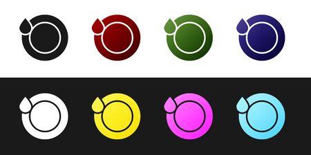 Impostare l'icona di lavaggio piatti isolato su sfondo bianco e nero. Piatto e spugna. Icona di pulizia dei piatti. Segno di lavastoviglie. Segno di stoviglie pulite. illustrazione vettoriale Vettoriali