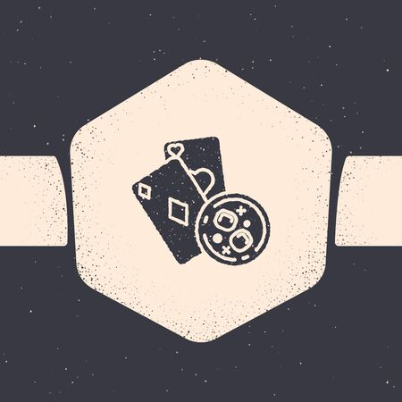 Grunge Playing cards and glass of whiskey with ice cubes icon isolated on grey background. Casino gambling. Monochrome vintage drawing. Vector Illustration Иллюстрация