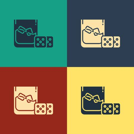 Color Game dice and glass of whiskey with ice cubes icon isolated on color background. Casino gambling. Vintage style drawing. Vector Illustration Фото со стока - 129886921