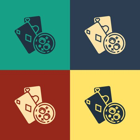 Color Playing cards and glass of whiskey with ice cubes icon isolated on color background. Casino gambling. Vintage style drawing. Vector Illustration Фото со стока - 129886922