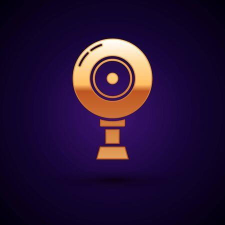 Gold Web camera icon isolated on dark blue background. Chat camera. Webcam icon. Vector Illustration Ilustração