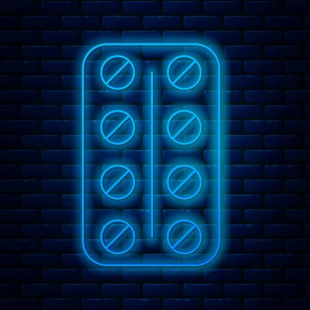 Glowing neon line Pills in blister pack icon isolated on brick wall background. Medical drug package for tablet: vitamin, antibiotic, aspirin. Vector Illustration Ilustração