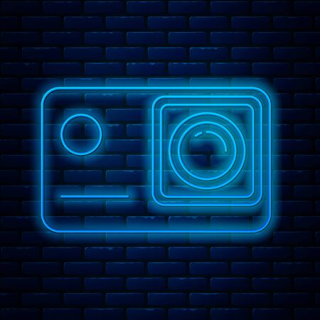 Glowing neon line Action extreme camera icon isolated on brick wall background. Video camera equipment for filming extreme sports. Vector Illustration Ilustração
