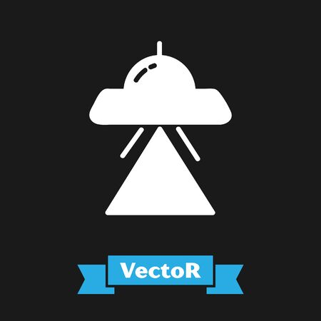 White UFO flying spaceship icon isolated on black background. Flying saucer. Alien space ship. Futuristic unknown flying object. Vector Illustration 向量圖像