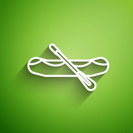 White line Rafting boat icon isolated on green background. Inflatable boat with paddles. Water sports, extreme sports, holiday, vacation.  Vector Illustration Stockfoto - 134824527