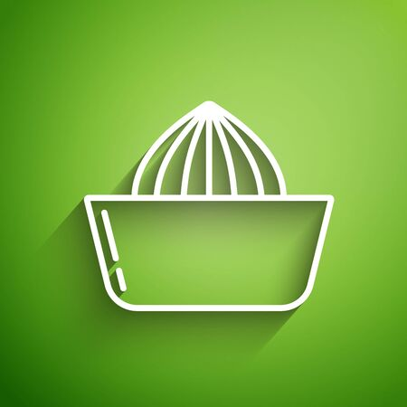 White line Citrus fruit juicer icon isolated on green background. Vector Illustration 向量圖像
