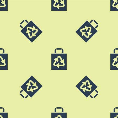Blue Paper shopping bag with recycle icon isolated seamless pattern on yellow background. Bag with recycling symbol. Vector Illustration Stock Illustratie