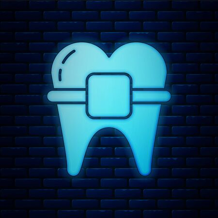 Glowing neon Teeth with braces icon isolated on brick wall background. Alignment of bite of teeth, dental row with with braces. Dental concept. Vector Illustration Stock Illustratie