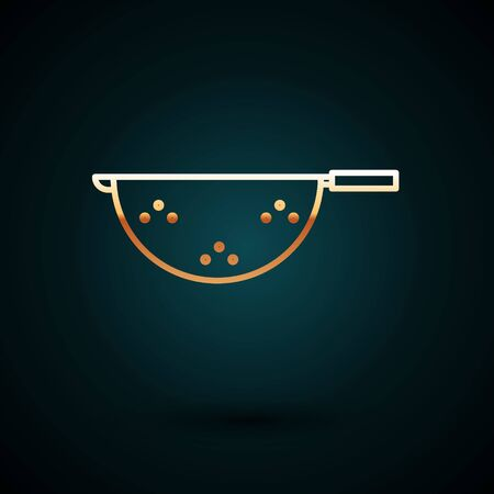 Gold line Kitchen colander icon isolated on dark blue background. Cooking utensil. Cutlery sign. Vector Illustration Vettoriali