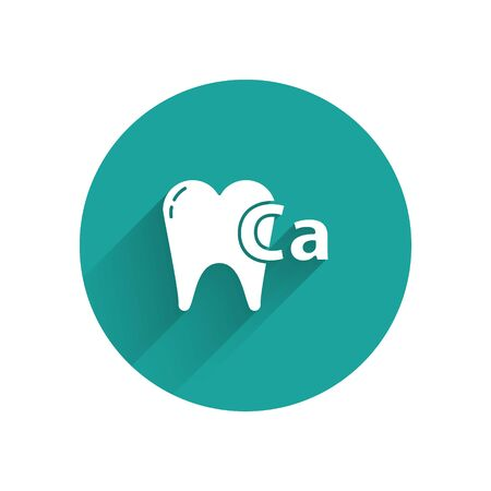 White Calcium for tooth icon isolated with long shadow. Tooth symbol for dentistry clinic or dentist medical center. Green circle button. Vector Illustration 向量圖像