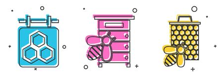 Set Hanging sign with honeycomb, Hive for bees and Bee and honeycomb icon. Vector Ilustração