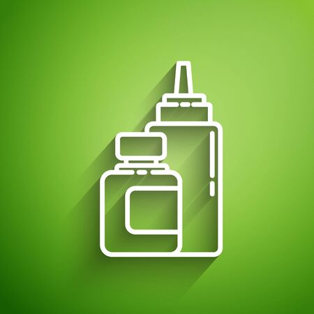 White line Sauce bottle icon isolated on green background. Ketchup, mustard and mayonnaise bottles with sauce for fast food. Vector Illustration 向量圖像