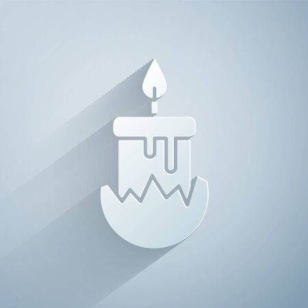 Paper cut Burning candle in candlestick icon isolated on grey background. Cylindrical candle stick with burning flame. Paper art style. Vector Illustration Stock Illustratie