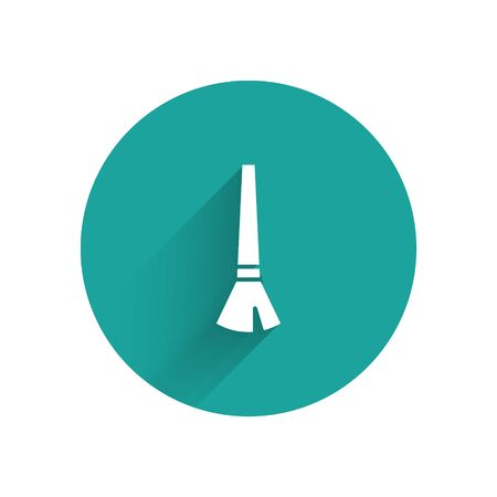 White Paint brush icon isolated with long shadow. Green circle button. Vector Illustration Ilustração