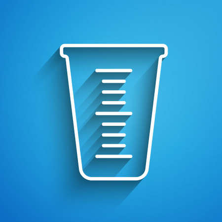 White line Measuring cup to measure dry and liquid food icon isolated on blue background. Plastic graduated beaker with handle. Long shadow. Vector. Ilustracja