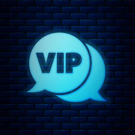 Glowing neon Vip in speech bubble icon isolated on brick wall background. Vector Vettoriali