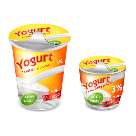 Vector 3D-realistische verpakking voor yoghurt geïsoleerd op een witte achtergrond. Inpaksjabloon, grote en kleine plastic beker voor yoghurt met een geeloranje merkontwerp