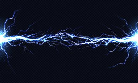 Potente scarica elettrica che colpisce da un lato all'altro illustrazione realistica di vettore isolata su sfondo nero trasparente. Colpo di fulmine ardente nell'oscurità. Effetto luce flash a energia elettrica Vettoriali