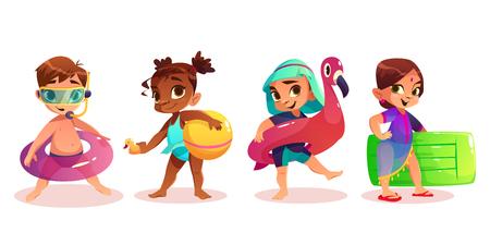 Enfant caucasien, afro-américain, arabe et indien en maillot de bain avec un anneau de natation gonflable ou des personnages de dessin animé de matelas sur fond blanc isolé. Enfants d'âge préscolaire sur les loisirs d'été Vecteurs